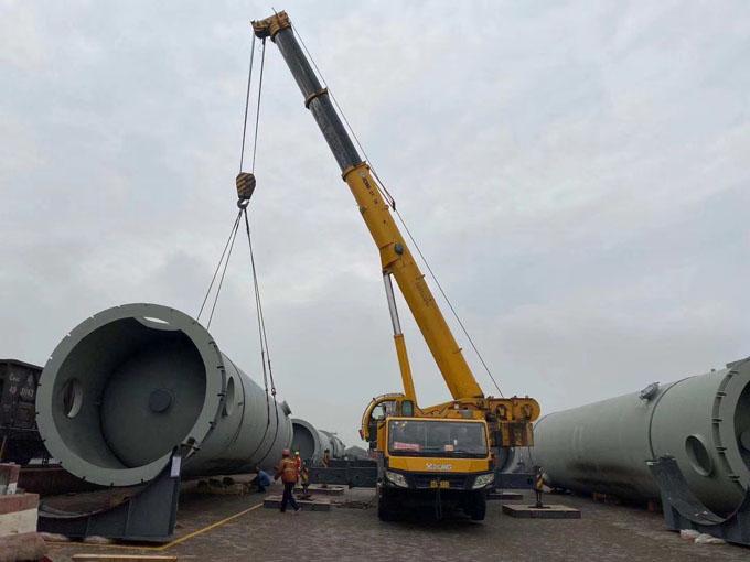 200噸履帶吊吊裝油罐