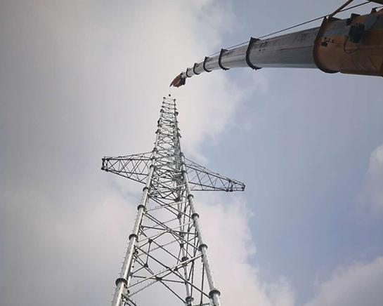上海信號塔吊裝